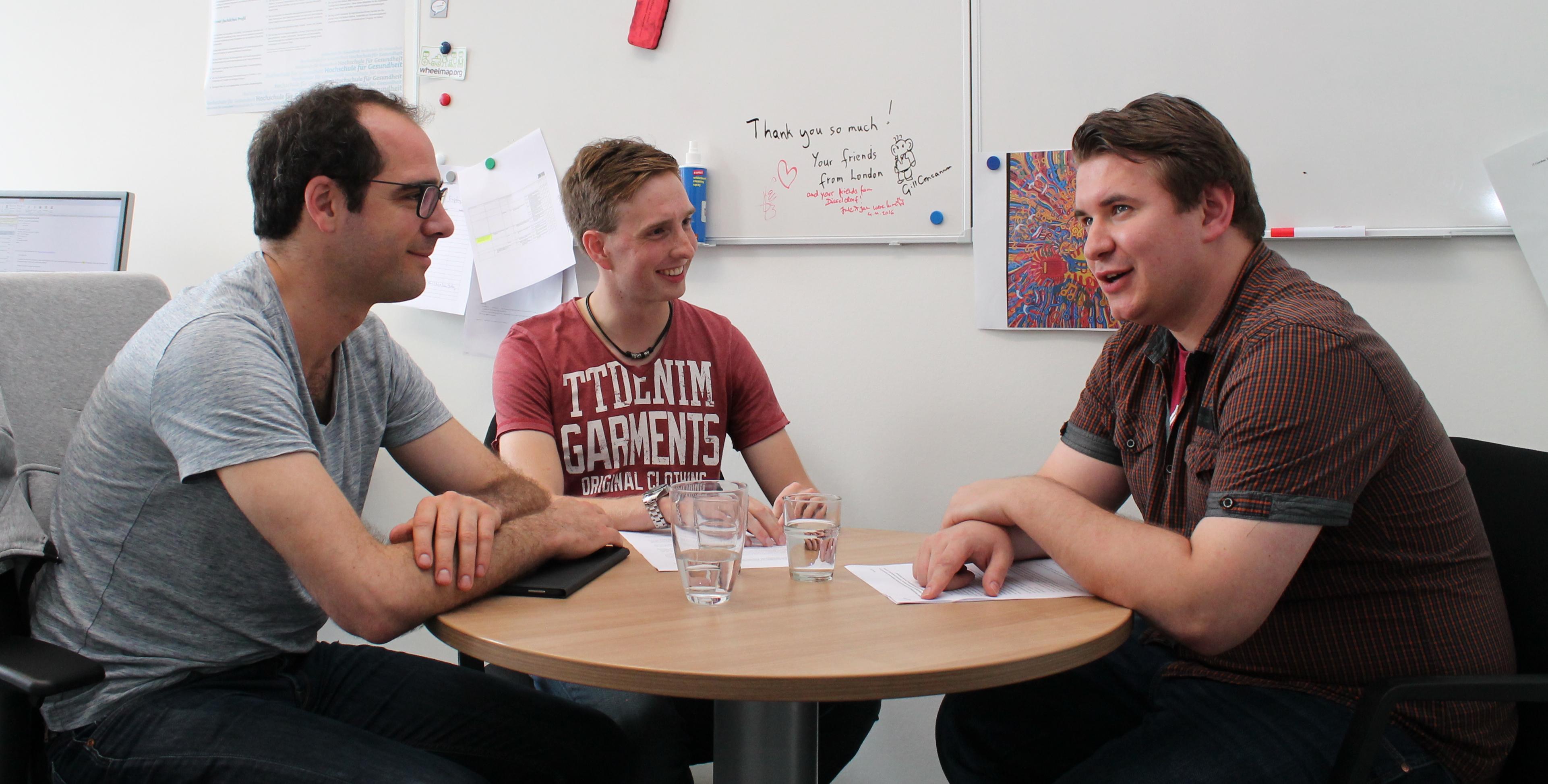 Dr. Fabian van Essen (links im Bild)Thomas Müller und Robert Jureczka (rechts im Bild).