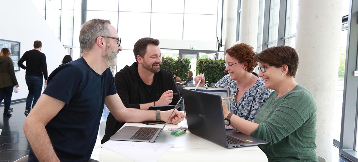 Studieren an der hsg zusammen (im Bild v.l.n.r.): Torsten Picken, Sven Schäpers, Julia Reinke und Katja Kuhlmann.