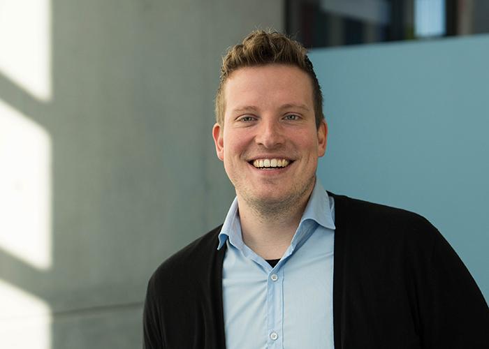 Alexander Räder ist wissenschaftlicher Mitarbeiter im Bereich Skills-Labs an der Hochschule für Gesundheit.