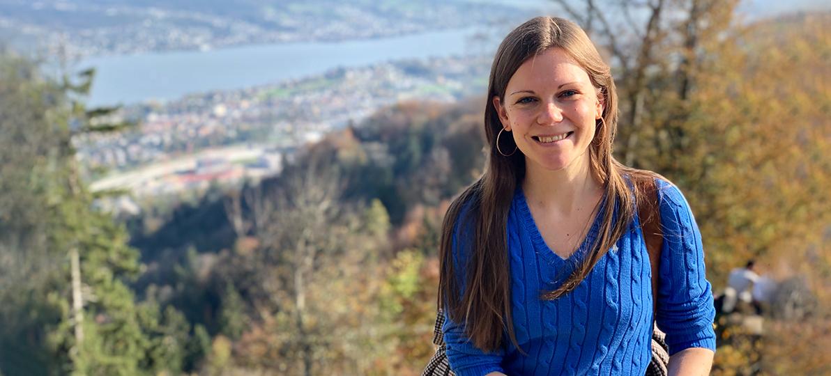 Das Bild zeigt hsg-Absolventin Julia Wikert.