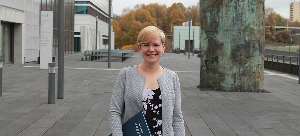 hsg-Absolventin Julia Strang beschäftigte sich in ihrer Masterarbeit mit gelingender Inklusion. Foto: hsg Bochum/ck