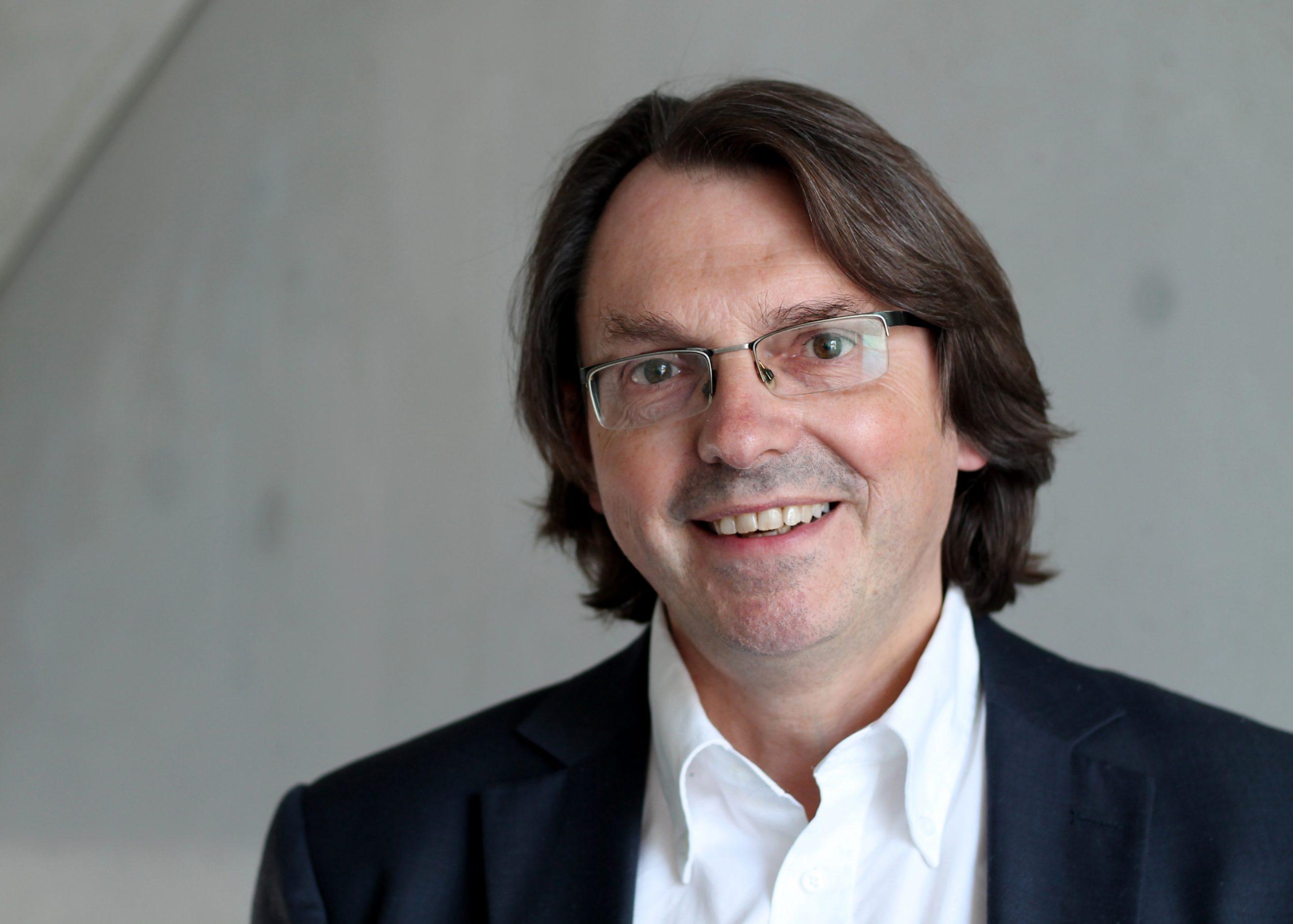 Das Bild zeigt Prof. Dr. Markus Zimmermann.